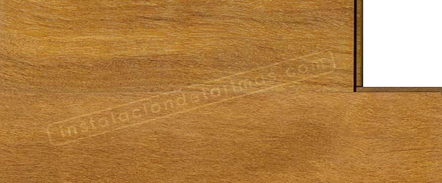 foto de la instalación de la tarima maciza barnizada de cumarú amarillo