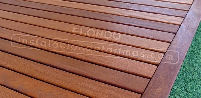 Foto de suelo de madera de elondo, una de las mejores tarimas de exterior. Su especie Botánica es la E. ivorense y la E. suaveolens, es una madera muy resistente a los insectos, con una densidad de 960 Kg/ m3.