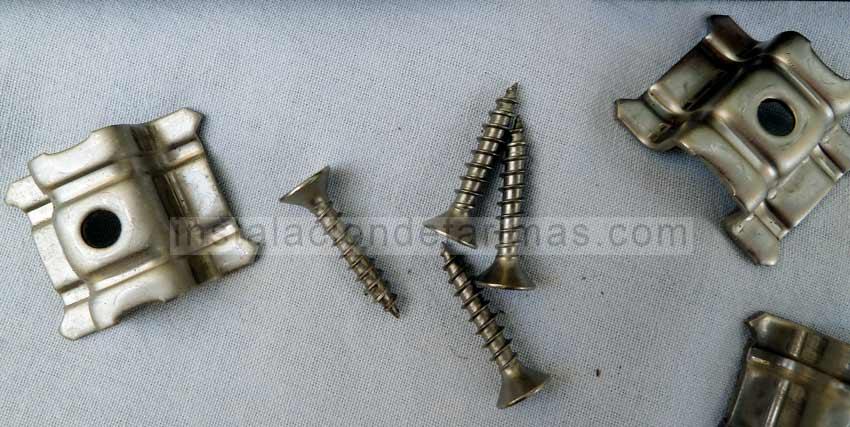 Foto de grapas y tornillos de acero inoxidable A4 (AISI 316)